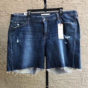 NWT Levi's Classic Shorts Distressed Denim (22W)